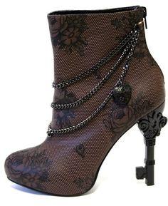 Love the skeleton key heel
