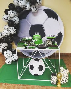 Soccer Birthday Parties, Soccer Party, Sports Party, 10th Birthday, Cake Designs For Kids, Christmas Crafts For Kids, Party Themes, Balloons, Decoration