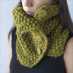 Image of Cuello de lana con botones.