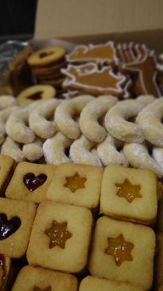 cukroví <3 Noel Christmas, Christmas Wrapping, Christmas Candy, Christmas Baking, Christmas Cookies, Christmas Ornaments, Holiday, Good Mood, Just Desserts