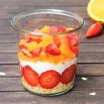 Frühlingshafte Overnight Oats mit Orangen und Erdbeeren