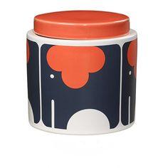 <p>Pot en porcelaine, avec le motif d'un éléphant orange stylisée, très seventies dessiné par Orla Kiely , couvercle en porcelaine orange avec fermeture hermétique, contenance 1L. Peut servir de pot à sucre, de stockage de gateau ou pourquoi pas de boite à bijoux, à coordonner avec les torchons assortis . On aime son motif très graphique et complétement seventies et son usage varié !</p> <p><em><br /></em></p>