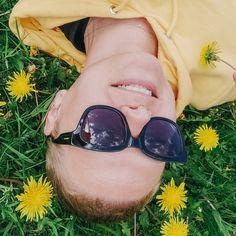 #1000fragenandichselbst⠀⠀⠀⠀⠀⠀⠀⠀⠀ 491. Kommt es dir so vor, als wäre das Gras des Nachbarn immer grüner?⠀⠀⠀⠀⠀⠀⠀⠀⠀ Auf dem Bild sieht man es doch! Mein Gras ist saftig grün und mit Löwenzahn und Sumpfdotterblumen geschmückt! 💛⠀⠀⠀⠀⠀⠀⠀⠀⠀ ⠀⠀⠀⠀⠀⠀⠀⠀⠀ #shorthair #selfie #pixiecut #newhair #nothingbutpixies #shorthairideas #bowlcut #shorthairdontcare #kurzehaare #neuefrisur #pxiestyle #shorthairlove #kurzhaarschnitt #kurzhaarfrisuren #haareab #pixiegirl #longpixie #selbstportrait #austrianblogger… Long Pixie, Pixie Cut, Nothing But Pixies, Bowl Cut, Gras, New Hair, Short Hair Styles, Selfie, Instagram