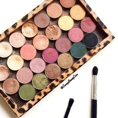 Still so in love with every shade in my @zpalette .. I have a full review and swatches on my blog, just search Z Palette! Clickable link in bio  • • • #makeup #makeupguru #makeuphaul #makeupmess #maccosmetics #makeupgeekcosmetics #makeupporn #makeuplover #makeupaddict #makeupjunkie #ukbeautyblogger #makeupblogger #makeupoftheday #mua #motd #beauty #instabeautyblogger #beautyblogger #bblogger #bbloggers #ukblogger #bloggeruk #blogger #bloggers #instamakeup #bloglovin #zpalette #faceoftheda...