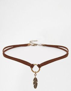 Keep it short to make a leather choker Más (Diy Necklace) Leather Necklace, Leather Jewelry, Boho Jewelry, Jewelry Crafts, Beaded Jewelry, Jewelery, Jewelry Accessories, Jewelry Necklaces, Handmade Jewelry
