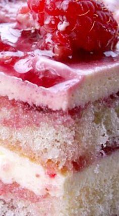 Lemon Raspberry Tiramisu- serves 12 not 1 Lemon Desserts, Easy Desserts, Delicious Desserts, Yummy Food, Trifle Desserts, Best Dessert Recipes, Cake Recipes, Raspberry Tiramisu, Kolaci I Torte