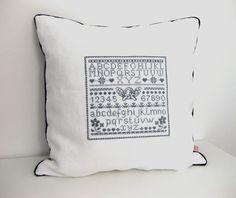 """Quilts & Patchwork - Kissen 4 """"Sunday Morning"""" grau weiss ALPHABET - ein Designerstück von ROSA4052 bei DaWanda"""