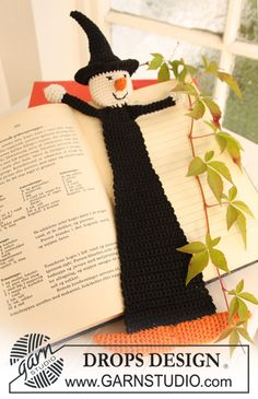 """- Crochet DROPS book mark with witch in """"Safran"""" for Halloween. - Free pattern by DROPS Design Marque-pages Au Crochet, Crochet Fall, Crochet Amigurumi, Holiday Crochet, Crochet Diagram, Crochet Books, Crochet Gifts, Free Crochet, Crochet Pour Halloween"""
