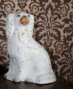 Merimiesten tyypillisiin matkatuliaisiin kuuluivat Englannista ostetut posliinikoirat. Ikkunalaudalle sijoitettu koirapari viestitti ulkopuolisille talon isännän liikkeistä. Jos perheenpää purjehti merillä, koirat katsoivat ikkunasta ulos. Jos taas isäntä oli kotosalla, koirat tuijottivat sisälle huoneeseen.  Oulu (Finland)