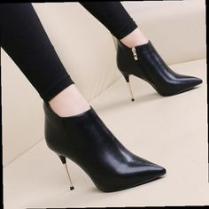 Pretty Shoes, Beautiful Shoes, Cute Shoes, Shoe Boots, Ankle Boots, Shoes Heels, High Heels, Trendy Womens Shoes, Martin Boots