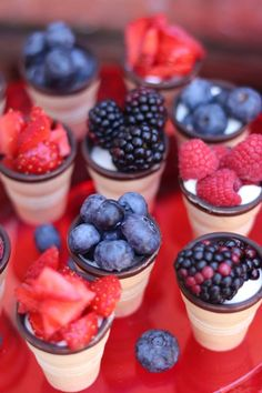 The quick idea for a picnic: fruit in a waffle cup My wonderful mess - Obst Finger Food Desserts, Party Finger Foods, Snacks Für Party, Party Desserts, Appetizers For Party, Appetizer Recipes, Fruit Recipes, Snack Recipes, Dessert Recipes
