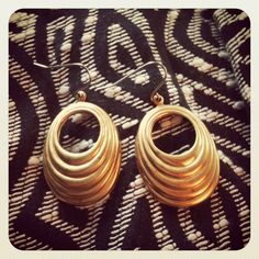 Vintage Golden Oval Earrings by ilivetocreate on Etsy. $12.00, via Etsy.