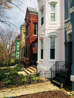 Find your Capitol Hill rowhouse with a home buying specialist. Exclusive buyer agents advocate for buyers 100% of the time.