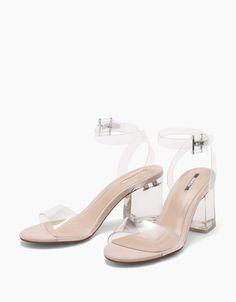 Sandália tacão médio transparente. Descubra esta e muitas outras roupas na Bershka com novos artigos cada semana