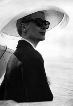 Grace Kelly looks fab in this downturned brim.