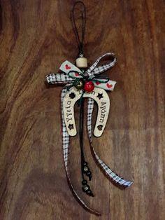 Ονειροποιείο Christmas Time, Christmas Crafts, Christmas Ornaments, Lucky Charm, Diy And Crafts, Stencils, Craft Ideas, Charmed, Holiday Decor