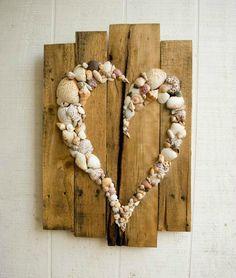 ¡Podemos hacer lo que nos propongamos! Muchos de nosotros terminamos nuestros días de playa caminando por la orilla del agua y recolectando los caparazones de las ostras. Llegamos a casa y ya no sabemos qué hacer con ellas... una buena idea es utilizar las conchas marinas para crear lindas manualidades...