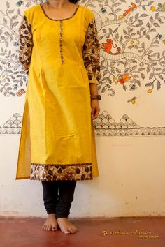 Plain kurthiideas Churidar Neck Designs, Kurta Neck Design, Kurta Designs Women, Salwar Designs, Kurti Patterns, Dress Sewing Patterns, Dress Neck Designs, Blouse Designs, Printed Kurti Designs