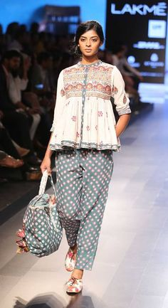 Lakme Fashion Week Summer/Resort 2016 Day 2 & Amrich Gaurang SVA Vrisa by Rahul & Shikha Anushree Reddy Anita Dongre Lakme Fashion Week, India Fashion, Ethnic Fashion, Asian Fashion, Trendy Fashion, Indian Designer Outfits, Indian Outfits, Boho Outfits, Fashion Outfits