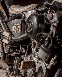 """Harley-Davidson EL/FL """"Knucklehead"""" chopper"""