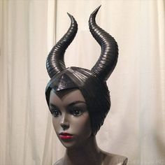 Costuming Breanna Cooke Maleficent horns DIY with craft foam and electrical tape Relocate or Renovat Malificent Horns Diy, Malificent Costume, Maleficent Halloween Costume, Maleficent Cosplay, Halloween Makeup Witch, Couple Halloween Costumes, Halloween Cosplay, Diy Costumes, Halloween Diy