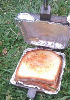 Use iron and foil to make sandwichs