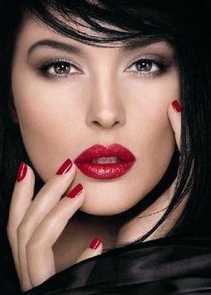 Monica Bellucci. Red lip