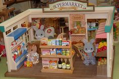Sylvanian Families, Diy Dollhouse, Dollhouse Miniatures, Design Your Own Bedroom, Shopkins, Calico Critters Families, Bunny Toys, Doll Crafts, Toys For Girls