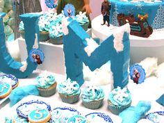 Ice block letters : Uma's 5th Frozen Party | CatchMyParty.com