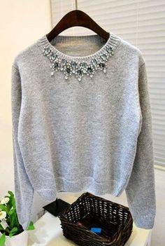 Suéter de Lã com Pedrarias Embroidery On Clothes, Embroidered Clothes, Embroidery Fashion, Cute Fashion, Diy Fashion, Fashion Outfits, Old Sweater, Sweaters, Tricot Baby