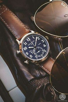 The Patek Philippe Calatrava Pilot Travel Time Ref. is based on old Patek Philippe hour angle watches that helped pilots calculate their position when used in tandem with a sextant and a radio. Amazing Watches, Beautiful Watches, Cool Watches, Watches For Men, Patek Philippe, Der Gentleman, Army Watches, Watches Photography, Men Watches