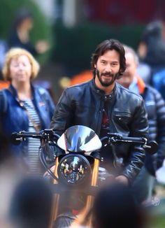WHY DO WE LOVE KEANU?  Because he looks mighty nice on this bike. (chicfoo) keanu