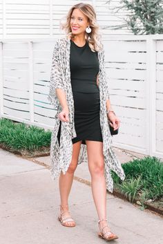 Today I am sharing my favorite dress yet again. This time my black ruched dress and kimono make an easy and effortless summer styling. Stylish Dresses, Stylish Outfits, Nice Dresses, Casual Dresses, Winter Fashion Outfits, Spring Summer Fashion, Fashion Dresses, Summer Outfits, Spring Style