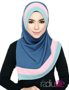 shawl hana #radiusite Muslim Fashion, Modest Fashion, Hijab Fashion, New Fashion, Womens Fashion, Hijab Style Tutorial, Kids Uniforms, Islamic Clothing, Beautiful Hijab
