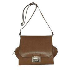 Bolso tote pequeño con cierre metálico, de asa larga. Un accesorio con un diseño muy original para un estilo casual e informal.