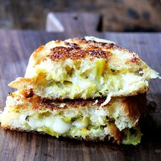 Smoked Gouda Curried-Apple Chutney Grilled Cheese by @alexandracooks - a wonderful blend of sweet and spicy flavors plus the nutty, buttery taste of Wisconsin smoked gouda. Yum! Watch the recipe video: http://www.wisconsincheesetalk.com/2015/01/26/smoked-gouda-curried-apple-chutney-grilled-cheese/