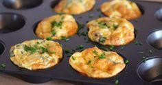 Snabba omelettmuffins med spenat, färskost och gräslök