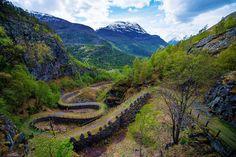 a antiga estrada de  Vindhellavegen (Foto: reprodução)