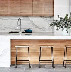 8 Astounding Useful Tips: Minimalist Interior Office Home Decor minimalist home tips clutter.Bohemian Minimalist Home Bedrooms traditional minimalist home modern.Traditional Minimalist Home Modern. Timber Kitchen, Kitchen Benches, Kitchen White, Kitchen With Island Bench, Marbel Kitchen, Marble Island Kitchen, Wood Cabinet Kitchen, Stone Benchtop Kitchen, Modern White Kitchens