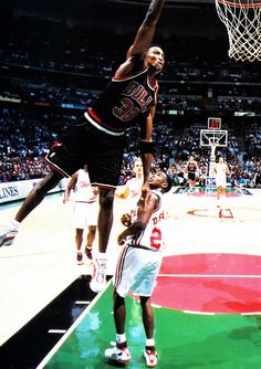 Scottie Pippen, one of my favourite ever players. Chicago Bulls Basketball, I Love Basketball, Basketball Pictures, Basketball Legends, Slam Dunk, Derrick Rose, Nba Players, Basketball Players, Michael Jordan