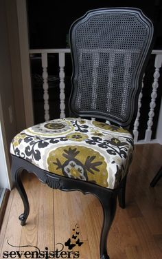 This DIY chair re-upholstering is FAB and SO EASY! Definitely doing this...