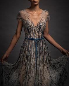 Reem Acra is a renowned international designer known for her breathtaking collections in Ready-to-Wear and Bridal. Runway Fashion, High Fashion, Fashion Show, Women's Fashion, Fantasy Dress, Beautiful Outfits, Beautiful Clothes, Fashion Studio, Ready To Wear