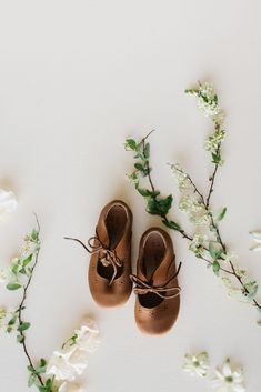 """meet """"sol"""", Adelisa & Co's dainty little flat that reminds us that if we can't find the sunshine, we can be the sunshine. Sol is as comfortable as it is cute and these oxfords flats are must have statement piece that will help complete any look. Their subtle vintage aesthetic and dainty design will make pairing effortless and fun. Available in baby to big girl sizes. #littlegirlfashion #kidsshoes #girlshoes #littlegirloutfits Little Girl Outfits, Curvy Outfits, Plus Size Outfits, Kids Fashion Blog, Little Girl Fashion, Child Fashion, Oxford Flats, Bare Foot Sandals, Kid Styles"""