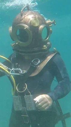 Deep Sea Diver, Vintage Helmet, Hard Hats, Underwater, Surfing, Anime, Fictional Characters, Sea Diving, Women