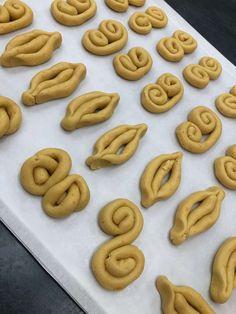 Koulourakia Recipe, Greek Desserts, Sweet Breakfast, Easter Recipes, Cooking Time, Biscotti, Sweet Recipes, Baking Recipes, Favorite Recipes