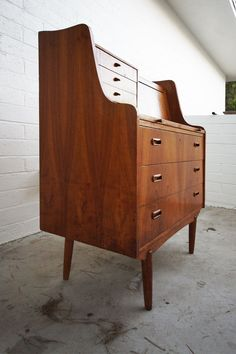 """Leave it to a woman blogger to get it right!  I've been research how to freshen up my """"new"""" old midcentury modern dining set and she's using all my favorite products. The men who post about refinishing are way too egotistical!"""