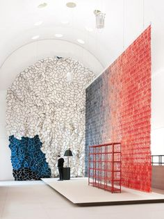 Momentané exhibition by brothers Ronan and Erwan Bouroullec, featuring a 12 metre high textile installation.