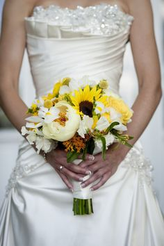 Sunflowers #wedding #flowers Photography by Krystal Kast Photography