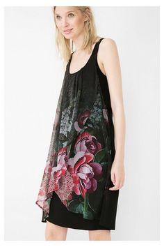 Vestido negro con bajo cruzado Desigual. ¡Descubre la colección otoño-invierno 2016!