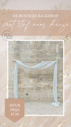 TE HUUR Romantische backdrop met houten tussenstok. Klik op de afbeelding voor meer informatie.